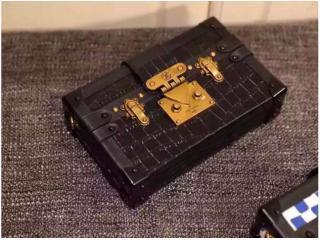 M50013DC ルイヴィトンバッグコピー 人気ランキング ルイヴィトン 偽物 「プティットマル」 miniバッグ ダークコーヒー色